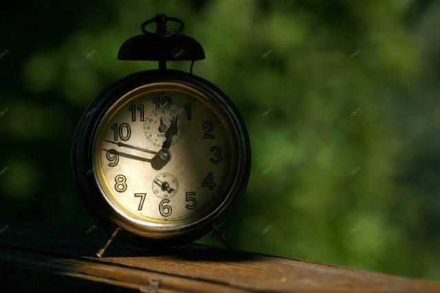 clock-1553976-639x425